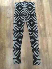 Patterned leggings size S/M