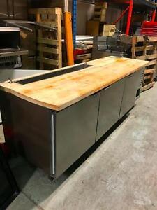Table Réfrigérée 8 ', Compresseur Intégré / 8' Refrigerated Table With Integrated Compressor