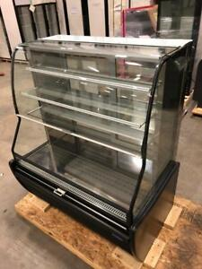 Royal Refrigerated Pastry Display Case & Grab and Go Cooler