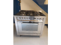 5 rings silver Hotpoint gas hob cooker with electric fan oven