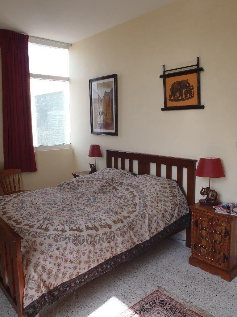 Australian size double bed (mattress size: 206cm x 155cm x 25cm). Image 1  of 4