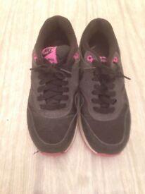 Nike Women's Air Max 1 Essential Size 4.5