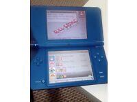 For sale nintendo Dsi XL + 8 pokemom games