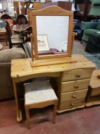 Pine dressing table with 4 drawers (includes mirror and stool)
