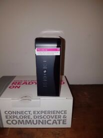 SKY HUB SR-102 BROADBAND & WIRELESS ROUTER. BLACK. NEW.