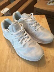 White Nike Running