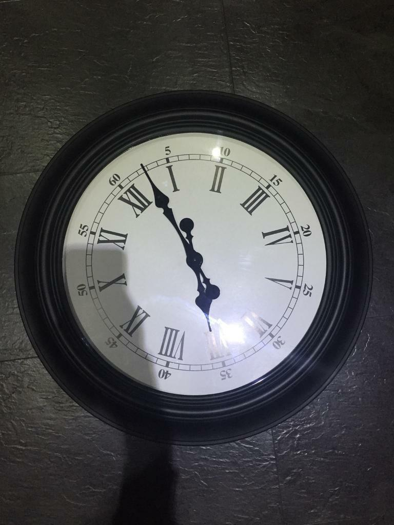 Nice large wall clock 2 foot in size