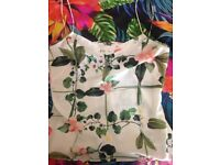 AMAZING FLORAL PRINT TED BAKER TOP SIZE S