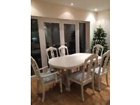 BEAUTIFUL FRENCH SHABBY CHIC 7ft EXTENDING TABLE WITH 6 CHAIRS INCLUDING 2 CARVERS