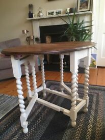 Gorgeous shabby chic dining table, excellent condition
