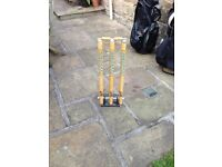 Cricket stumps- spring loaded with bails