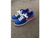 LIKE NEW! Ladies Nike trainers uk5