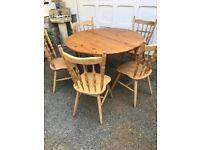 6 piece Solid pine extending dining table vgc