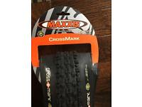Brand new, never used 26X 2.1 Maxxis CrossMark Tubeless tyre + 946ml Stans NOTUBES Tire Sealant