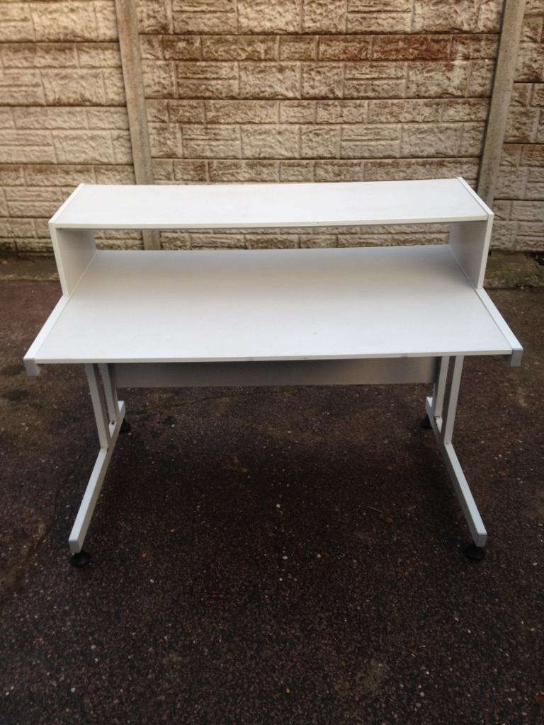 Used condition large office desk only £30 good bargain price call now
