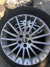 5 17 inch Alfa Romeo wheels and food tyres