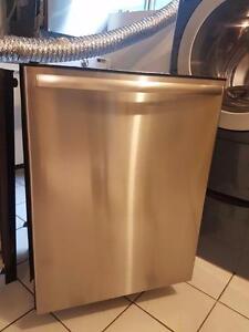 Très beau lave vaisselle de marque bosh intérieur et extérieur en stainless Possibilité de livraison