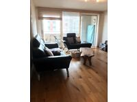 Room to rent in 2 bed flat with young professional
