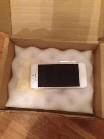Apple iphone5 16gb in white/silver on EE