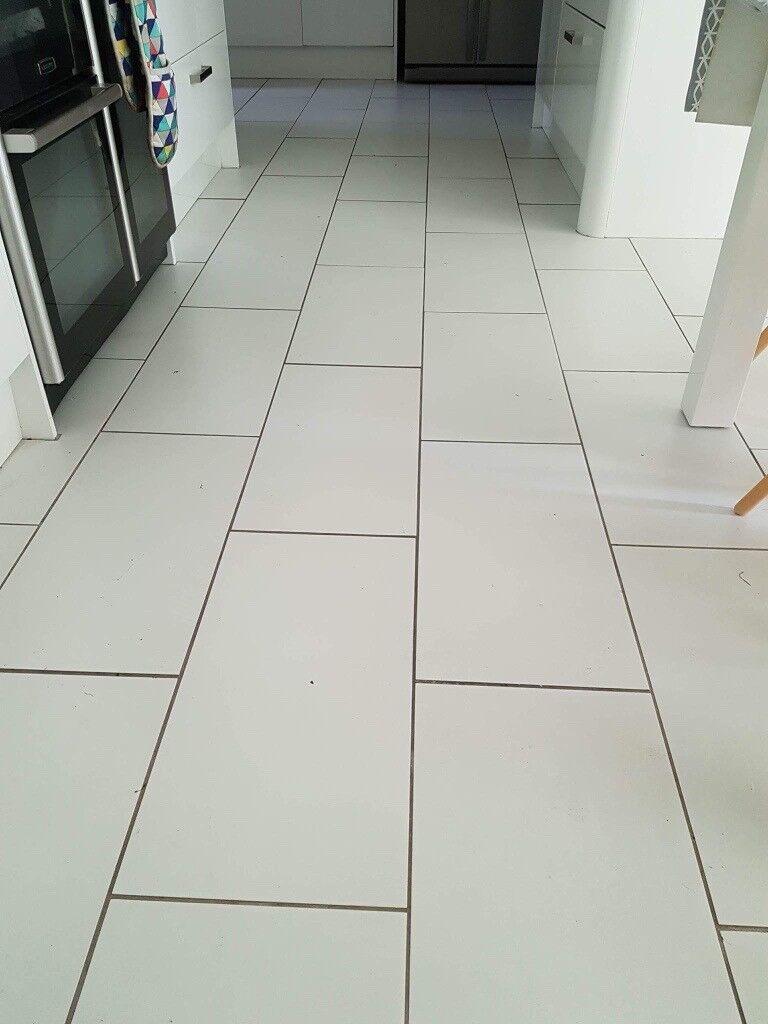 White porcelain floor tiles - 5 boxes each containing 1.08m2 6 tiles per box