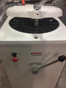 Bertrand Hydraulic Dough Divider - Commercial Dough Cutter - iFoodEquipment.ca