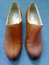 LADIES M&S FOOTGLOVE WIDE FIT LEATHER SHOE BOOTS TAN, UK 4.5, NEW, RRP £45
