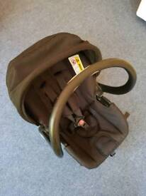 Carseat/baby carrier with handle