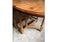 Large, Oval Drop-leaf, gate leg Pine Table.