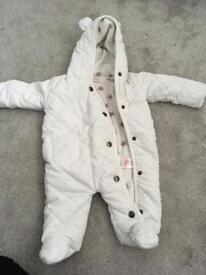 Snowsuit 0-3 months.