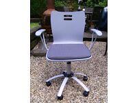 Classic swivel office chair