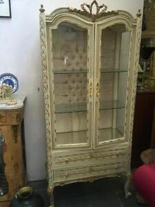 FRENCH LOUIS STYLE CREAM & GOLD CARVED VITRINE/DISPLAY CABINET WITH TWO DRAWERS