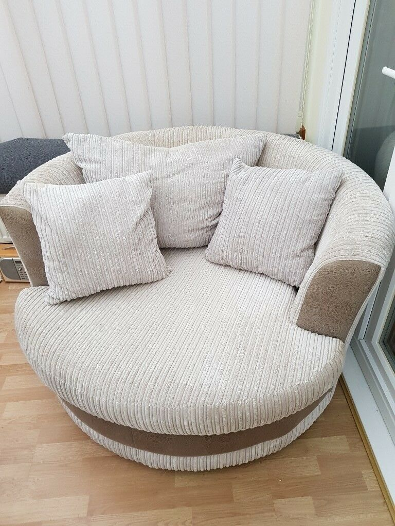 Phenomenal Good Condition Cream Snuggle Cuddle Swivel Chair In Norwich Norfolk Gumtree Bralicious Painted Fabric Chair Ideas Braliciousco
