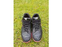 Nike Tiempo indoor/astro football trainers - Size 9 uk -£10
