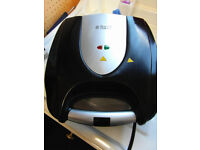 Russell Hobbs 4-Portion Sandwich Toaster 18023 - Black Ex Condition Fully Working