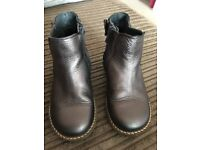 Girls boots (size 9)