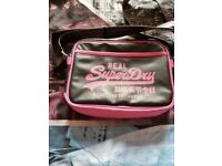 Ladies/girls small black and pink superdry bag in great condition.
