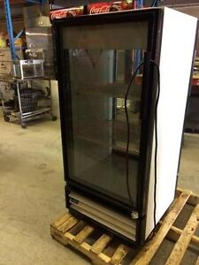 Frigo a Boisson Douce, a Travers / Pass Thru Soft Drink Cooler