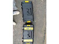 6 peace DeWalt set 3x batteries and charger
