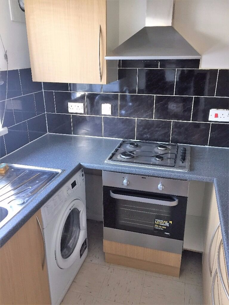 PROPERTY HUNTERS ARE PLEASED TO OFFER A 1 BED FLAT TO RENT IN GOODMAYES FOR £850PCM BILLS EXCLUDED !