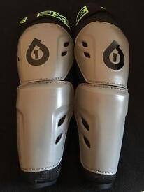 661 elbow pads, large
