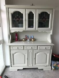 Solid Cream vintage dresser, 2 keys to lock all cupboards + lights inside