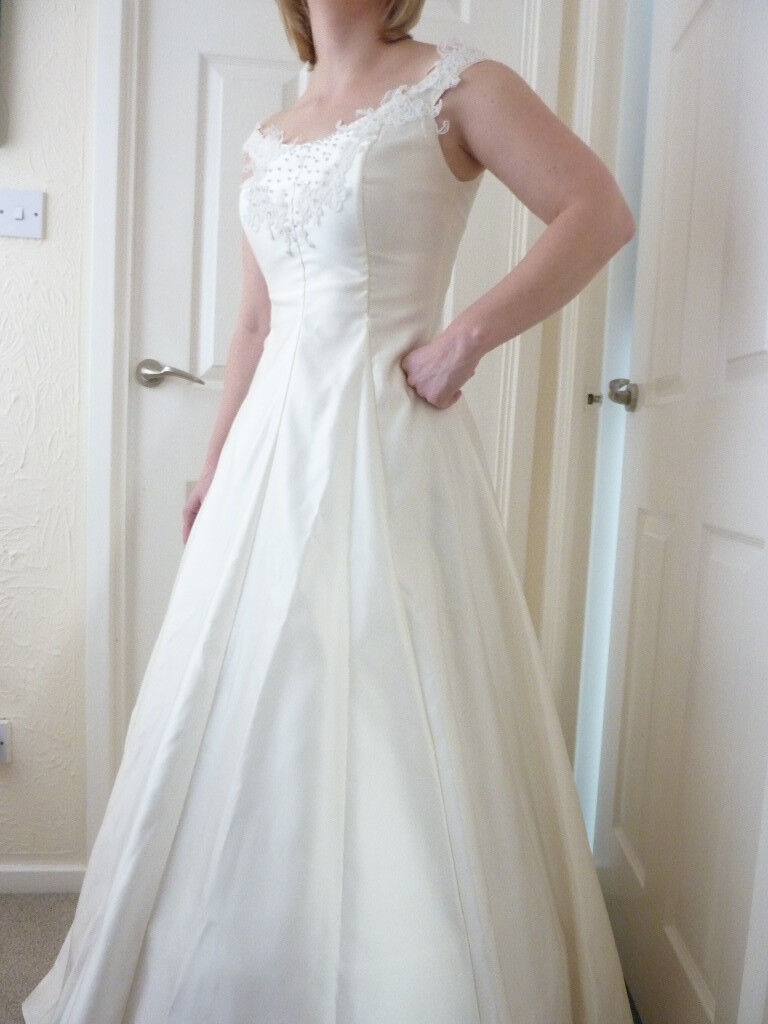 Gorgeous, princess-style wedding dress, ivory colour   in Bawtry ...
