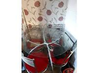 Ŕound glass top dining table x 4 chairs