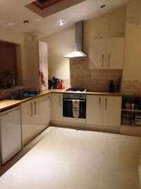 Large double room available in Cowley