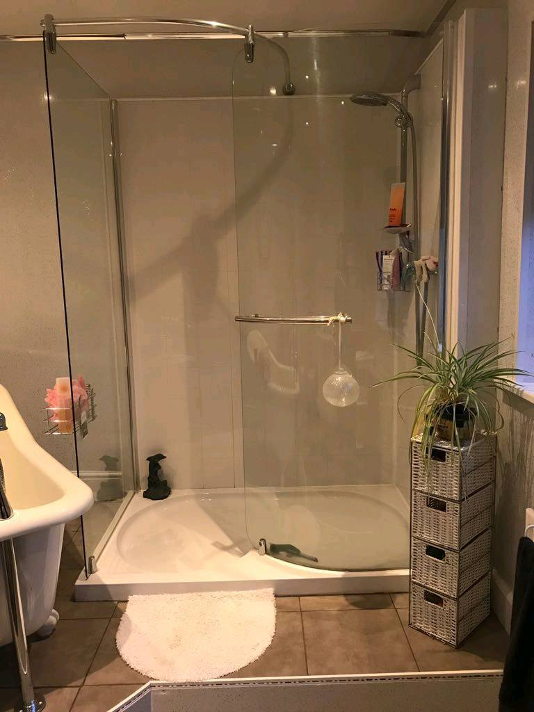 2 Shower screens and large shower tray | in Barton-upon-Humber ...
