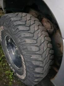 "All terrain tyre 4x4 31.10.50 15"" suzuki vitara"
