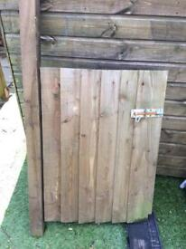 Garden gate - 650x910 with post - hinges and lock - wooden