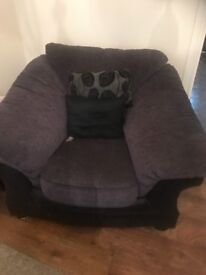 3 seater sofas and 2 matching chairs