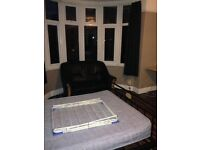 2 Dbl rooms in August - Glos Rd