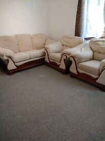 3seater plus two chairs Royal wood sofa in broomhouse crescent Eh11 3rg